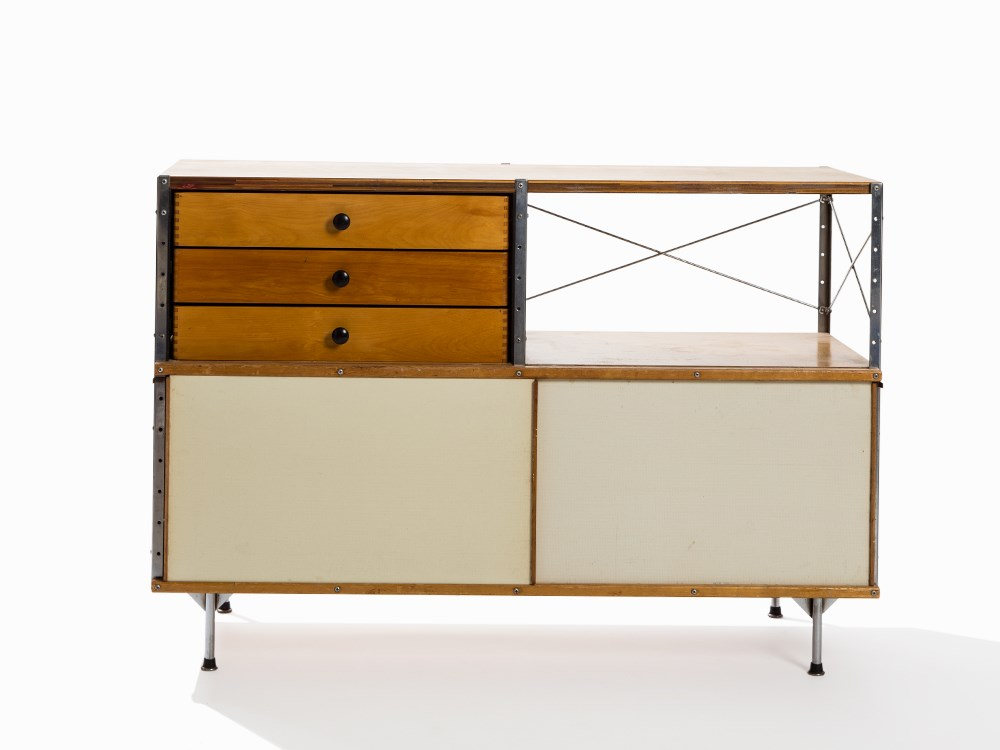 Charles & Ray Eames, ESU 200-C, USA, c. 1950. Plywood and metal, partially painted polychrome, Masonite, laminate. 82 x 119.5 x 42.5 cm. Price est.: € 8,000 Auctionata