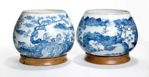 A pair of Chinese knob shaped porcelain bowls, decorated all over in underglaze blue with monkeys, tigers and deers in mountainous scenery. Xianfeng 1851-1861. Diam. 17/23 cm. Wooden stand incl. http://www.bruun-rasmussen.dk/search.do?iid=300835229&mode=detail
