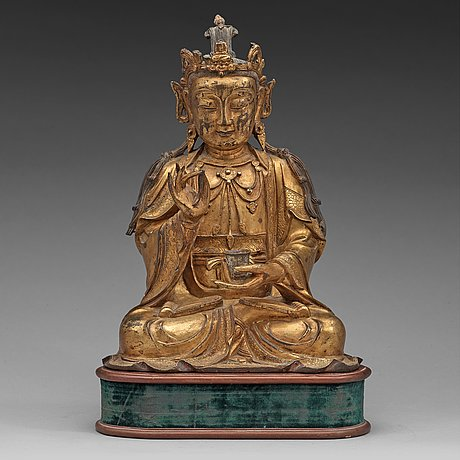 A GILT BRONZE FIGURE OF GUANYIN, MING DYNASTY (1368-1644) Price est.: 500 000 - 600 000 SEK/54 644 - 65 573 EUR