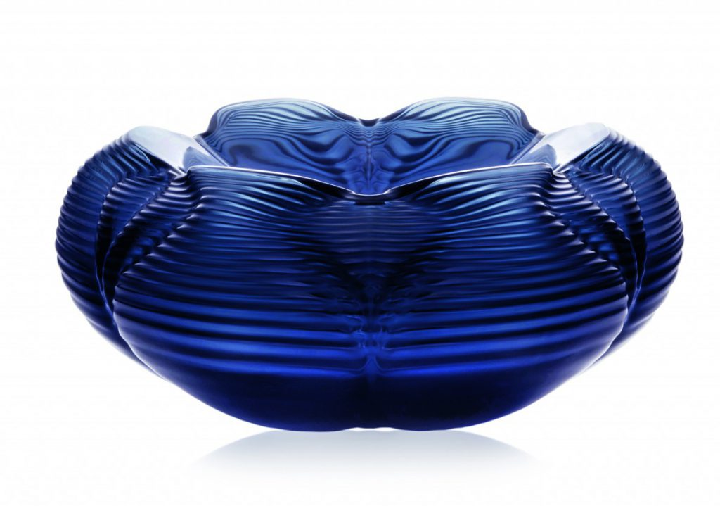 Zaha Hadid, FONTANA h: 18,5 cm, l: 41 cm - 13 kg. Midnight blue. Courtesy of Lalique